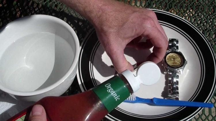 ciscenje-srebra-uz-pomoc-kecapa